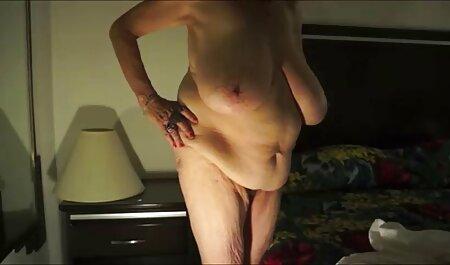 Secretaria con un gran culo sentado en la máquina de la vagina en una oficina videos xxx caseros con maduras vacía