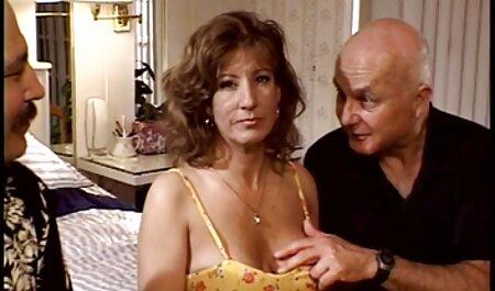 Hombres delgados la inundaron en un videos caseros teniendo sexo dormitorio