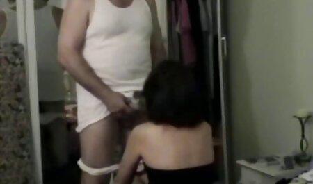 Chica posando en videos xxx gays caseros la webcam con bikini azul brillante