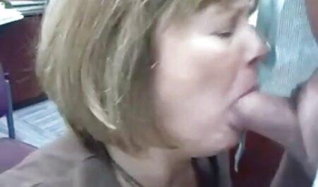 Chico negro en la cama delante videos caseros de maduras follando de una mujer que es curioso