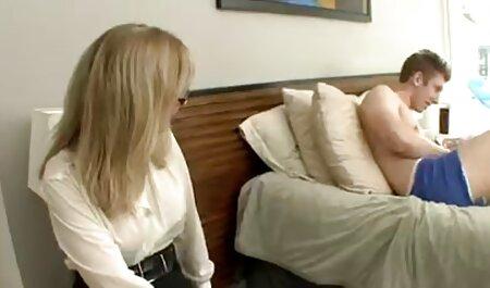 Coño videos caseros de maduras xxx acompañado de su novia a casa y striptease en la webcam