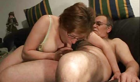 Ksyusha XXX videos caseros anal con Igor