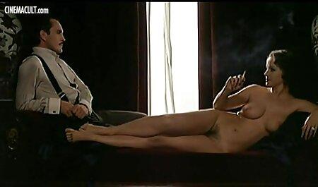 Teresa en el sexo casero con veteranas modelo de negocio a través de la cama