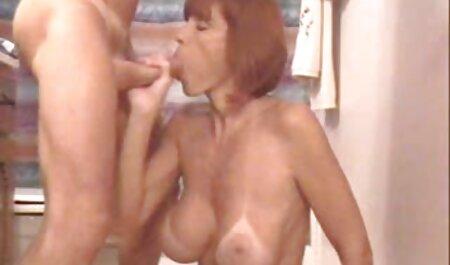 Chica chica estira su pastor sexo casero gemidos
