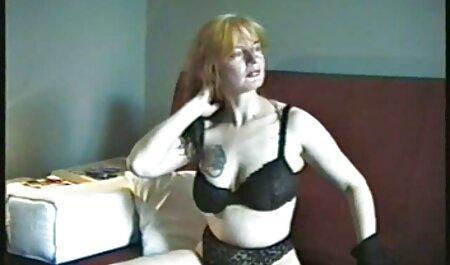 Mamá de Rusia estaba anal casero xxx teniendo un baño caliente y dedos su hinchado