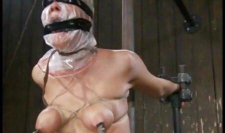 Adulto, oficina con grandes tetas y amuletos rotos alrededor de su cuello, su jefe después de sexo casero violaciones escándalo
