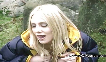 Su novia empuja videos de orgias caseras sus bragas gruesas y bucket Eldak en la mojada