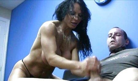 Mujer rubia con gafas entrevistó a una chica joven y educarla para tener sexo videos de sexo casero gratis