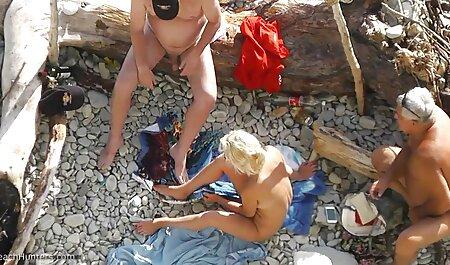 Mujer negra, masaje, pelo rizado chico nerd y chupa rayos en el xxx caseros masajes colchón