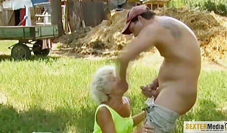 Chico musculoso poniendo el pene por su garganta, sex caseros lindo, tatuaje, culo grande antes del sexo