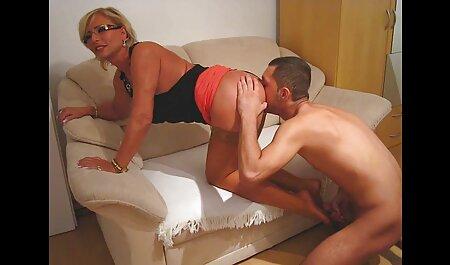Secretaria en el coño en el escritorio mientras ella hace videos caseros de sexo xxx gran cooney