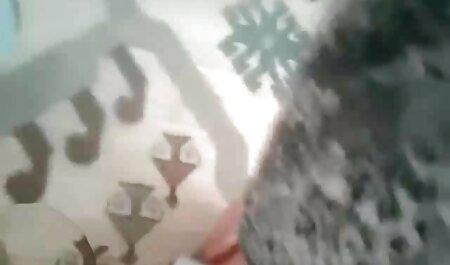Dos chicas chupan videos xxx caseros señoras el pene de un hombre y chupan mucha saliva