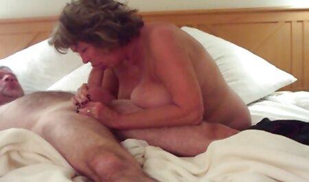 Chica joven con toalla blanca en videos de sexo hechos en casa la cara