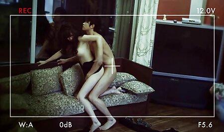 Una adolescente flaca sexsocasero en el baño de ella y muy chupa la polla del vecino en el dormitorio