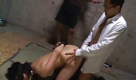 Pelo rizado, orgias caseras chica rusa mamada para un amante, acostado sobre su espalda