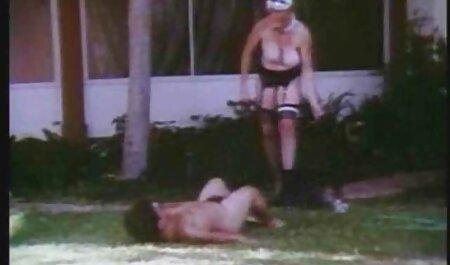 Ella lo puso en la boca de la novia y agarra swinger casero xxx su sujetador delante de él