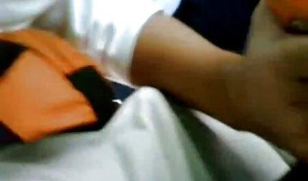 Rubia lamiendo videos porno caseros free amigos miembros en frente de coño en jacuzzi
