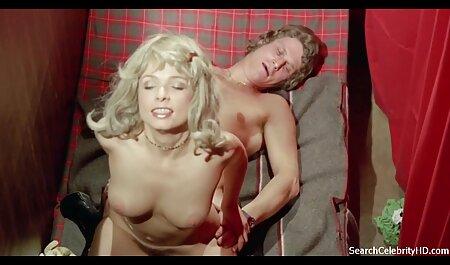 Rubia con rodillo y vibradores para su coño videos pornos caseros mojado