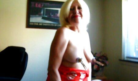 Una mujer joven e xxx casero anal hinchazón en la vagina