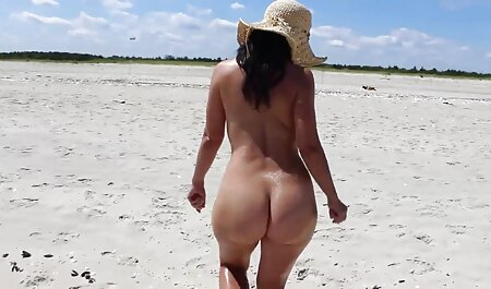 Una chica con un tatuaje en sus muslos, de sus medias y regala a su amante en la zona de anal mexicano casero la ingle