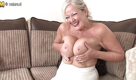 Hermosa madre con pestañas largas secuestrada por dos colegas en el videos de sexo casero trabajo